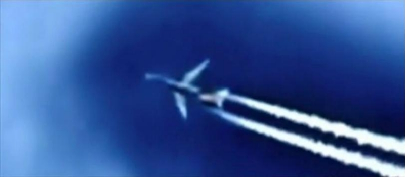 Holographic Chemtrail Plane?